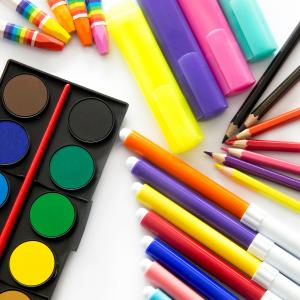 Creioane colorate si acuarele