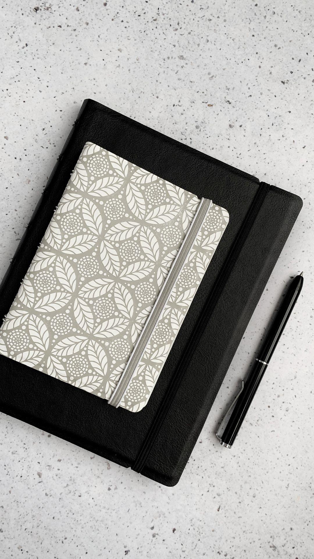 Agenda Notebook Classic cu spirala si rezerve A5 Black FILOFAX