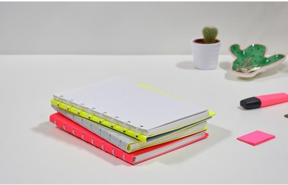 Agenda Notebook Saffiano Fluoro cu spirala si rezerve A5 Grey/Fluro Yellow FILOFAX