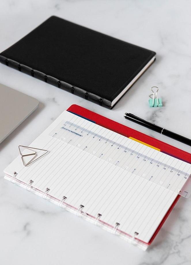 Agenda Notebook Classic cu spirala si rezerve A4 Red FILOFAX